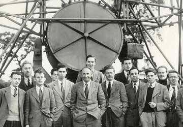 The Jodrell Bank staff in 1951 in front of the 4.2-meter searchlight aerial used in some meteor radar experiments.